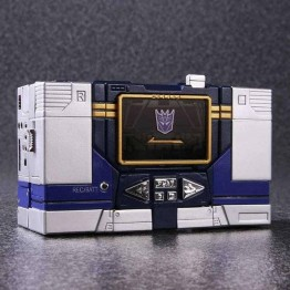 TakarTomy  Masterpiece MP-13 Soundwave Reissue